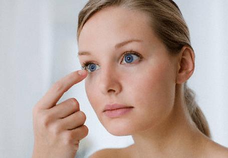 Nháy mắt phải nữ có điềm gì không? Mắt phải giật là điềm báo xui hay may?
