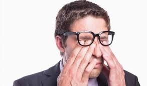 Nháy mắt phải ở nam – Giật mắt phải nam là điềm gì?