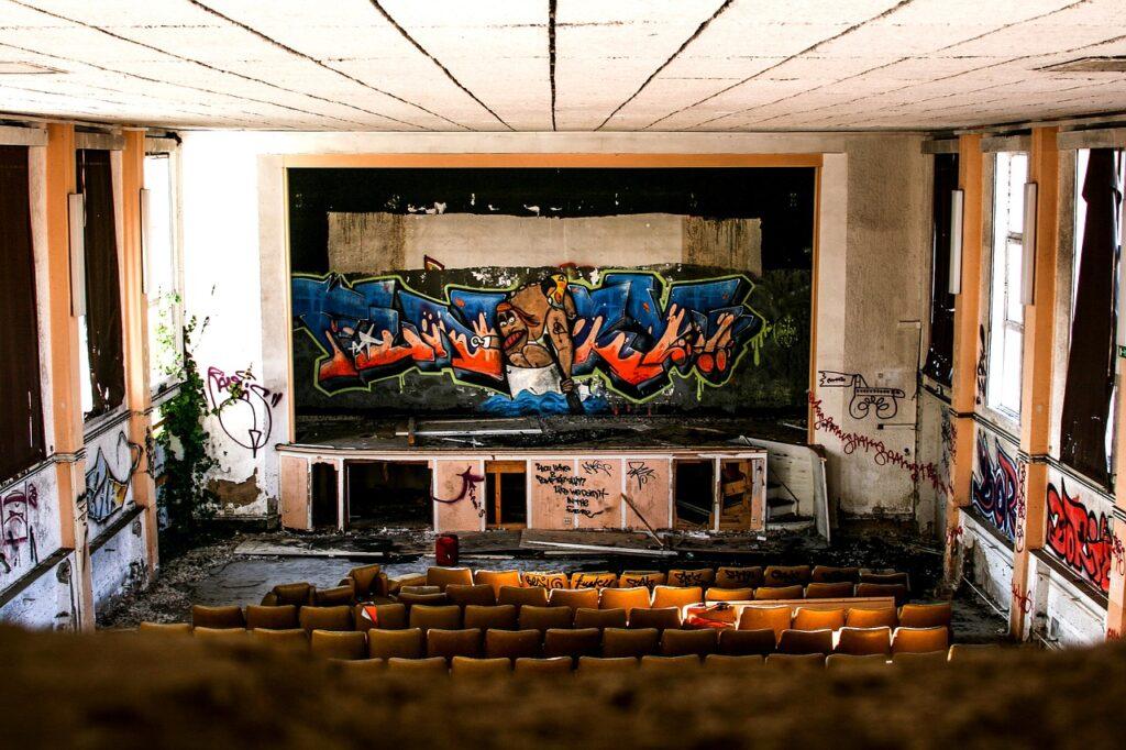 Giấc mơ thấy rạp chiếu phim, xep phim là điềm báo gì?