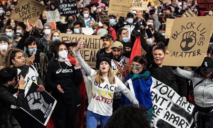 Nằm mơ thấy biểu tình điềm báo gì, lành hay dữ?